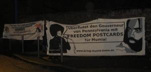 Transparente bei der Mahnwache in Frankfurt a. M. am 17.1.18